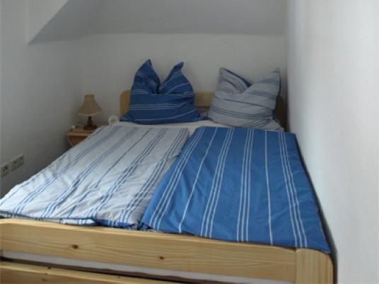 Kuschelecke mit Doppelbett im Schlafzimmer 2